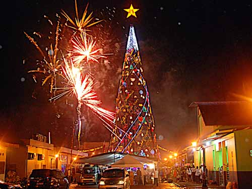 Pohon Natal Manado