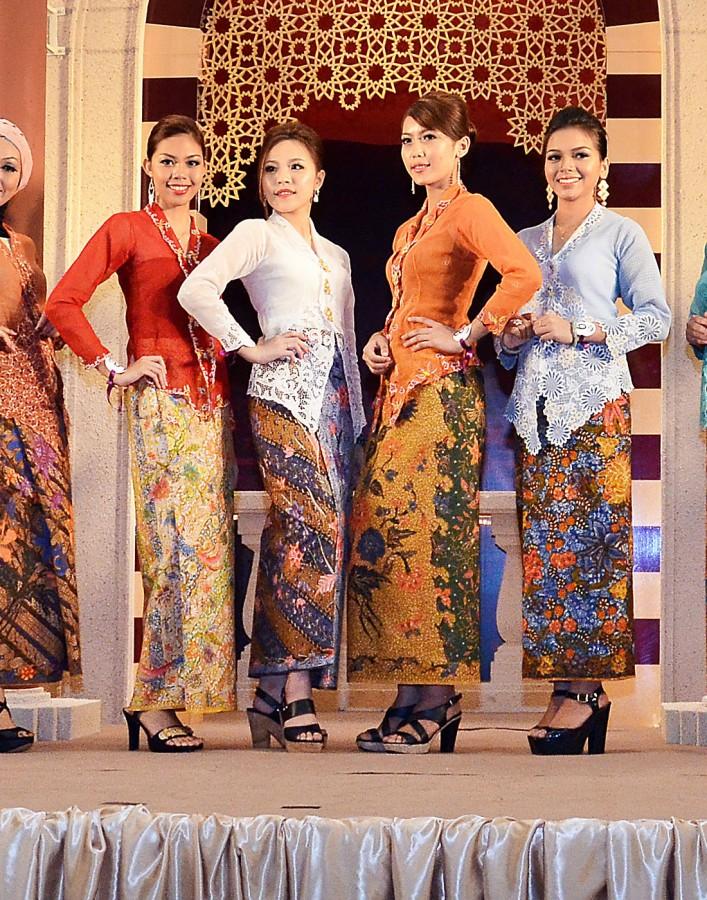 sarung dress